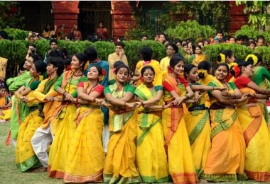 Experience A Different Type of Holi in Shantiniketan - Justwravel