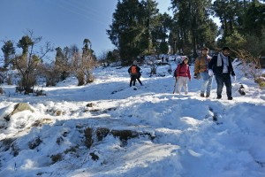 Trek down from Parashar Lake
