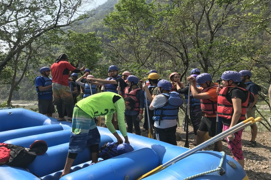 Guide giving Instructions to the group before rafting