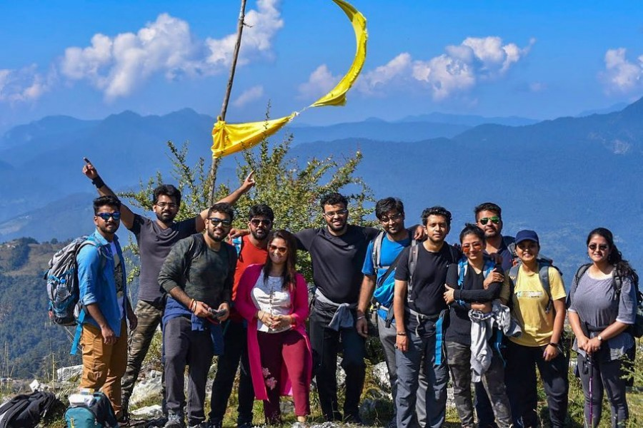 Group trekking from Deoriatal to Chopta