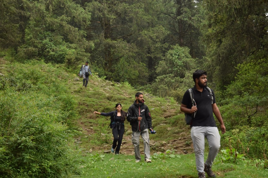 Group on trail to Parashar Lake
